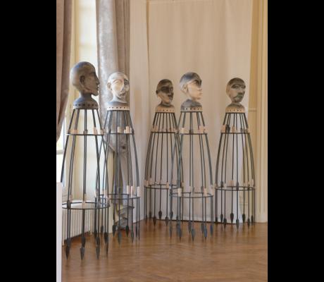 Sculpture Les Messagers en groupe - Terre enfumée - Grès et fer forgé