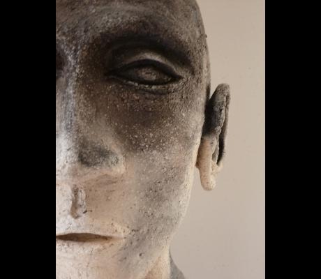Sculpture Les messagers - Gros plan - Terre enfumée